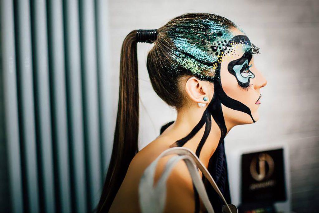 Tra i vari corsi, Luci e colori: il make up incontra l'arte